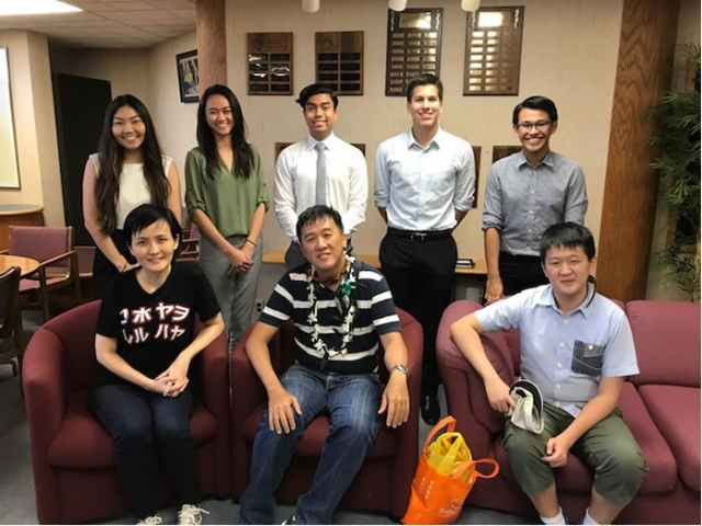 Japan MBA alumnus Vincent Chan meets with students to share his insights on Asian business